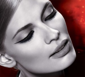 line-stiletto-ultimate-precision-liquid-eyeliner_model-shot_142601